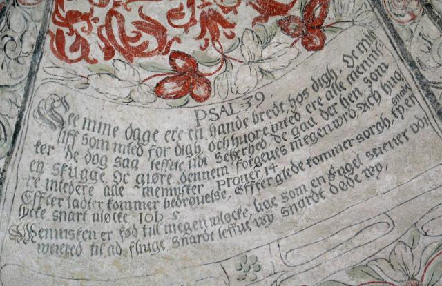 Et af de mange felt med bibelspråg i taget i södre korsarmen