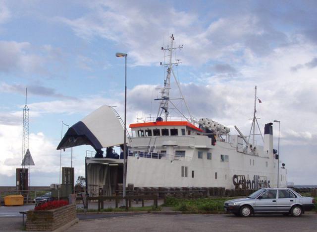 """Færgen Frigg til illustration af nutidig færgefart og så """"dengang"""""""