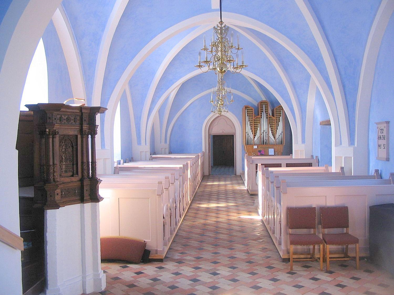 Øster Skerninge kirke m. prædikestol fra 1594