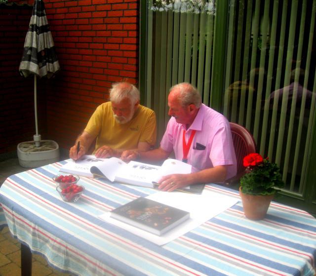 Hans Nørgaard signerer The Dairy Queen