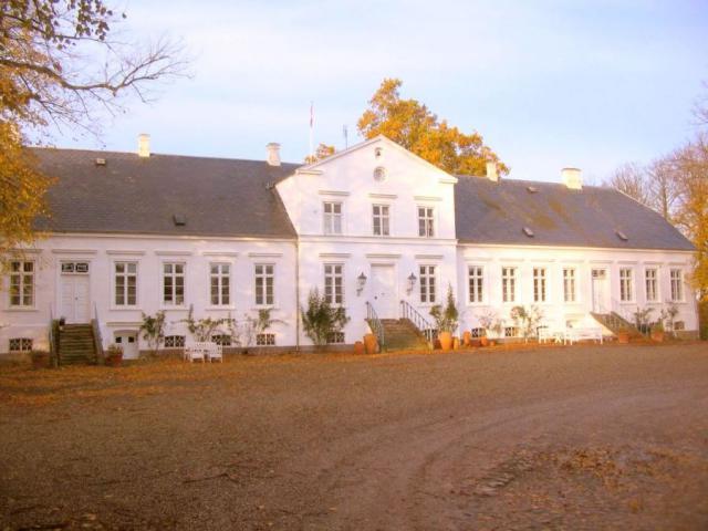 Hovedbygning Rødkilde fra gården
