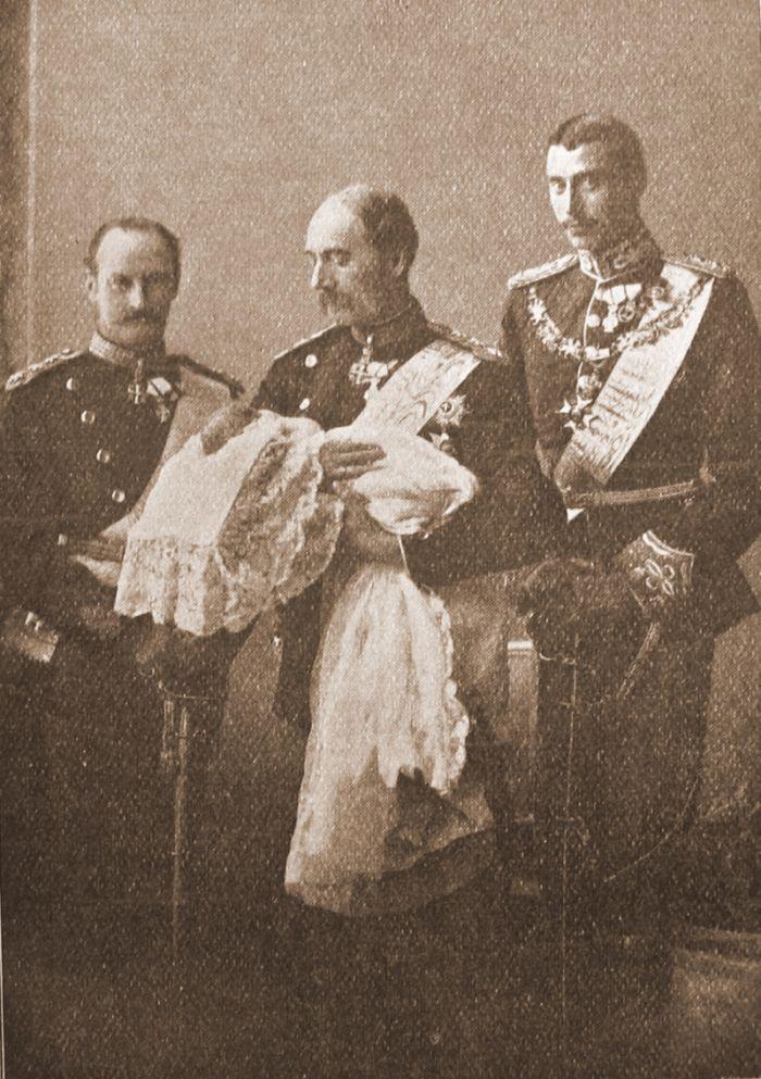 4 danske konger - Christian 9 står med nyfødte prins Frederik 1899