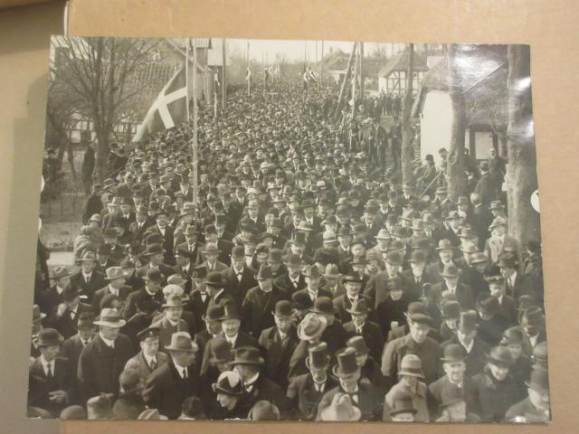 Ved Klaus Berntsens jordefærd i 1927