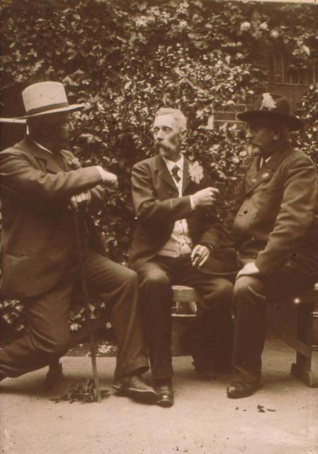 Peder R. Møller i midten sammen med Kristensen. Randers (TV) og Jens Skytte, Askov