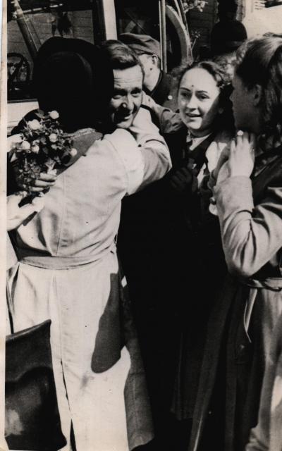 Politibetjent Jørgen Kristensen 4. maj 1945 med kone og døtre