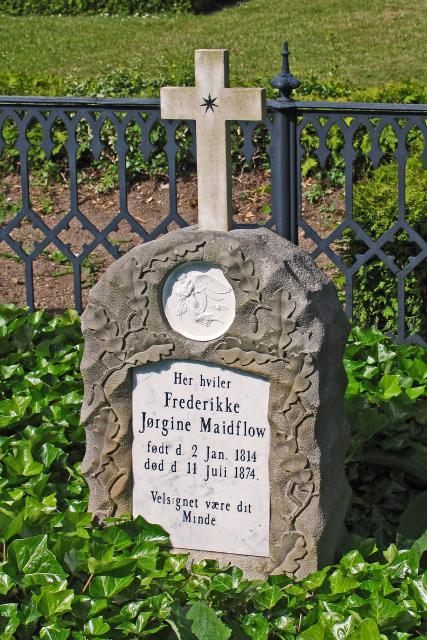 Grottesten sat over Frederikke Jørgine Waidtlow