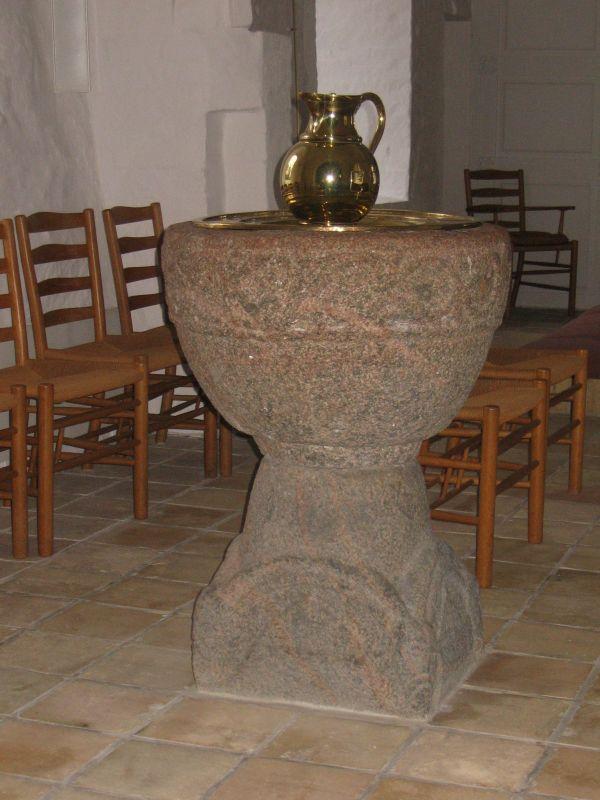 Døbefont i Stenstrup kirke