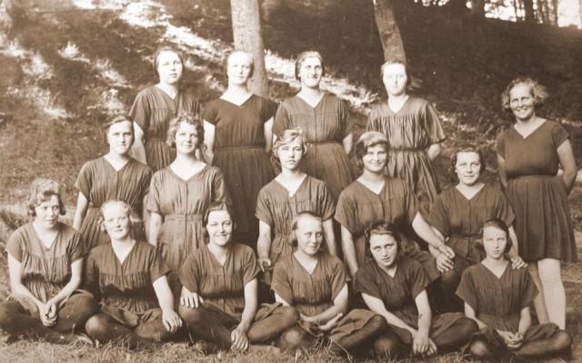 """Egebjerg-piger i """"Høje Bøge"""" 1925"""