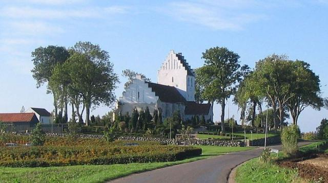 Kirken set fra nordøst - Egense kirke