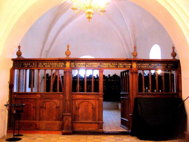 Indgang t. gravkapel - Kværndrup kirke