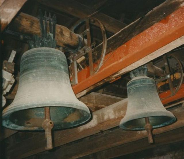Begge klokker i Brudager Kirke