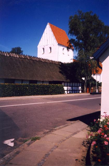 Tved kirke og præstegård