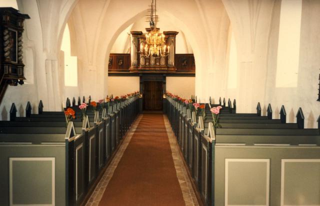 Tved kirke - pyntet til høstgudstjeneste 1997