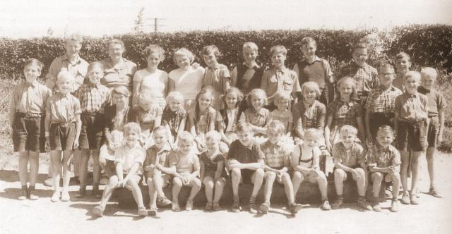 Lærere og elever ved Egebjerg friskole 1955