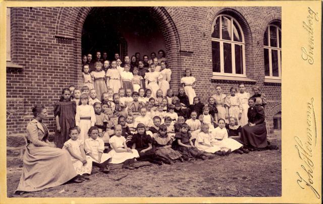Ved frk. Holst's Realskoles indvielse august 1894