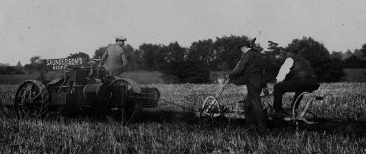 Pløjning med traktor 1907