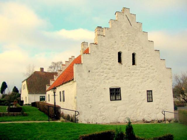 Kirkeladen i Hesselager, som Niels Friis 1597 lod indrette til et hospital
