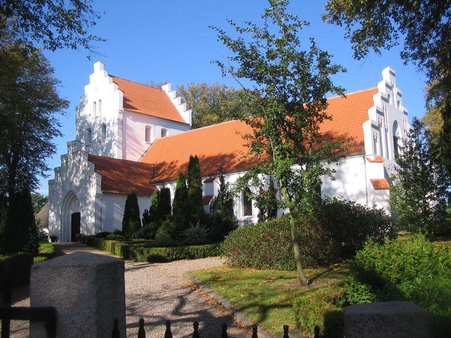Ollerup Kirke m. våbenhus fra sydøst