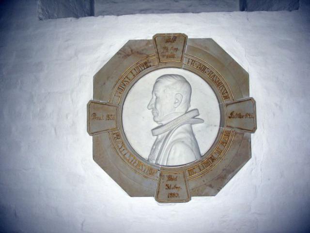 Marmorrelief i Stenstrup kirke til minde om provst L.A.F. Rasmussen +1889
