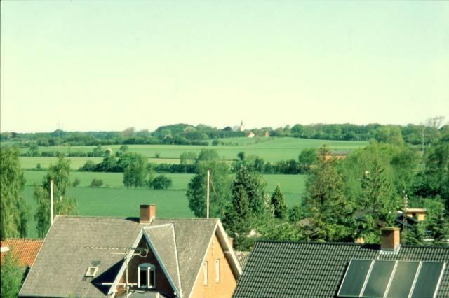 Udsigt fra Kirkeby kirke - i baggrunden ses Lunde kirke