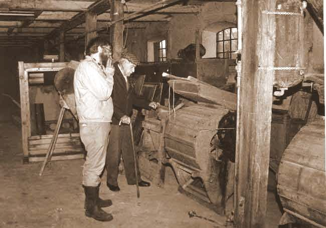 Samlingen (1989) af rensemaskiner mens de endnu opb. på Skjoldemose