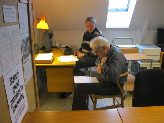 Peter Blommegaard og Jacob Bang Jensen arbejder koncentreret