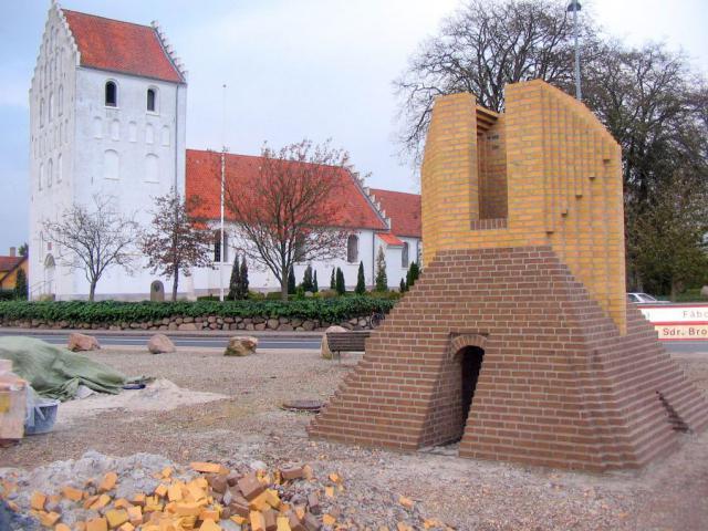 Kirke og Ringovn - centrumpladsen i Stenstrup by