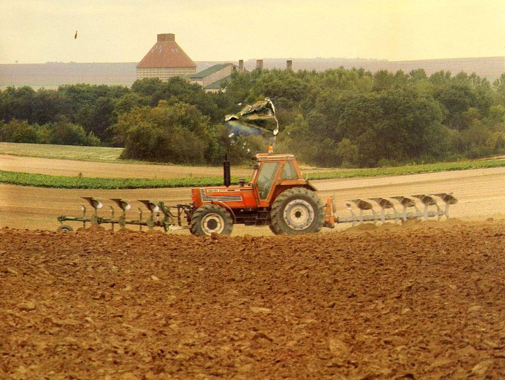 Landmanden pløjer sine marker 1993
